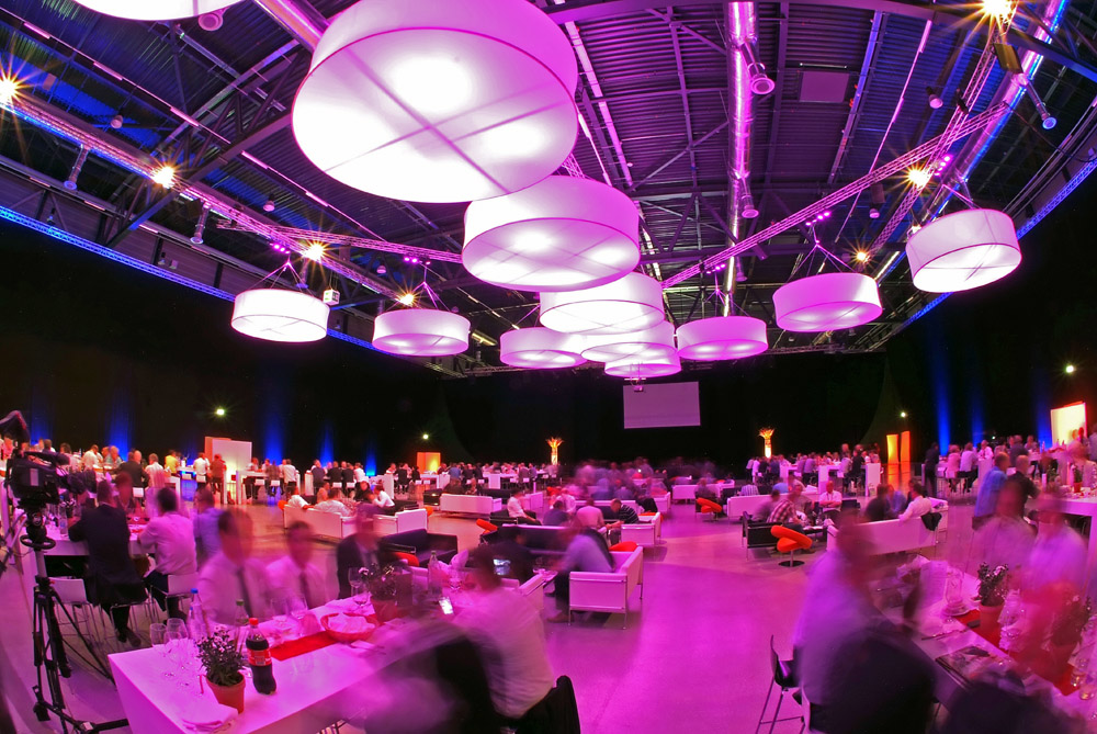 Tips to Organize the Perfect Corporate Event